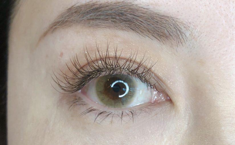 色素薄い系の眉毛